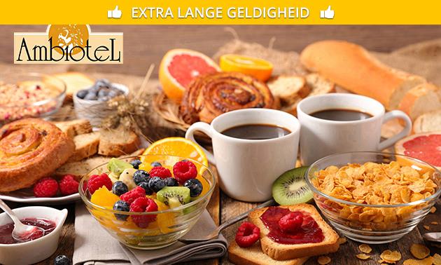 Ontbijtbuffet + warme dranken à volonté