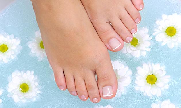 Spa-pedicurebehandeling + nagellak (60 min)