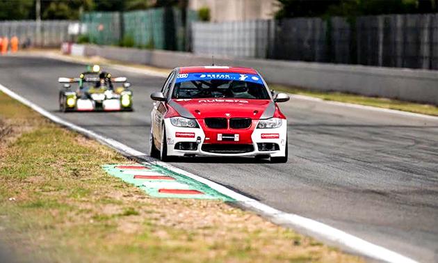 Racewagen besturen of meerijden