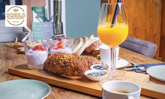 Luxe ontbijt + verse jus + warme drank