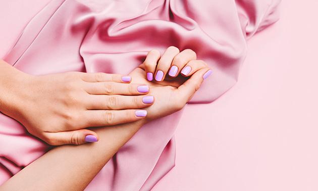 Spa-manicurebehandeling + gellak (90 min)