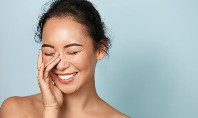 Huidverjongende gezichtsbehandeling of carbon peeling