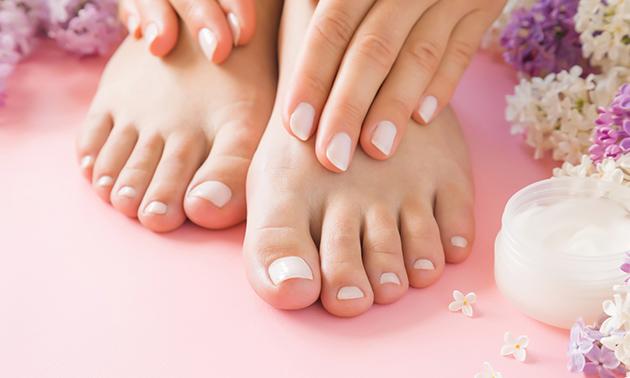 Manicure- of pedicurebehandeling + gellak (75 min)