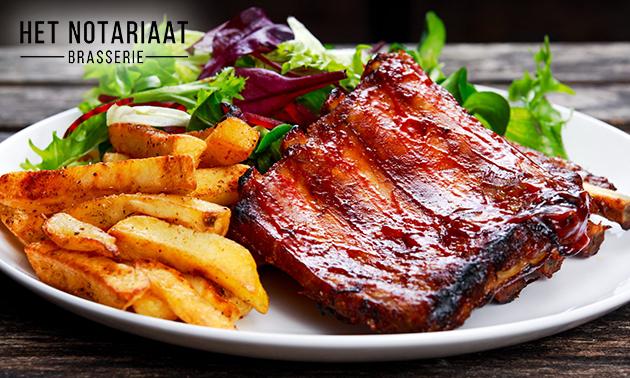 Afhalen: ribbetjes + frietjes + saus bij Brasserie Notariaat