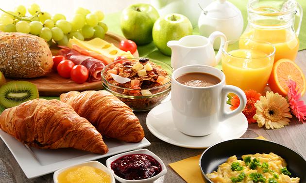 Uitgebreid ontbijt + jus d'orange aan zee in Scheveningen