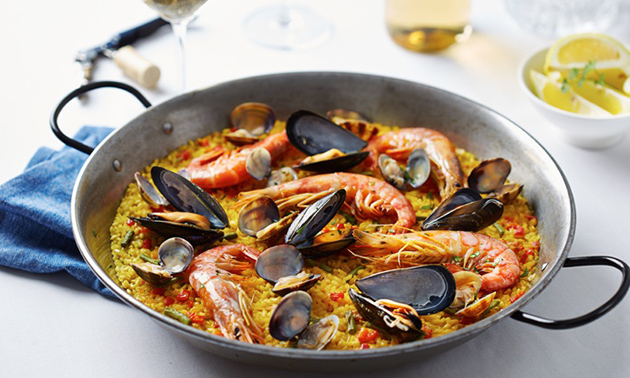 Afhalen: paella met kip en zeevruchten