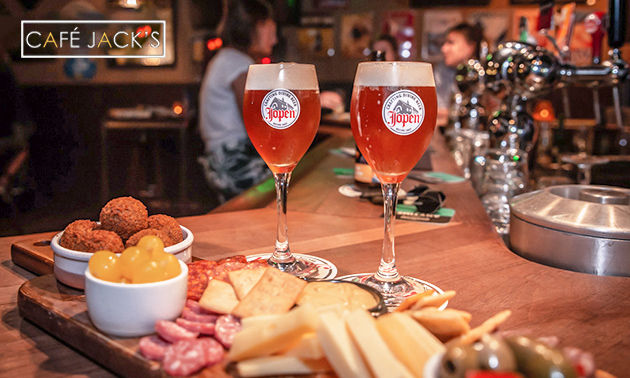 Bierproeverij bij Café Jack's in hartje Tilburg