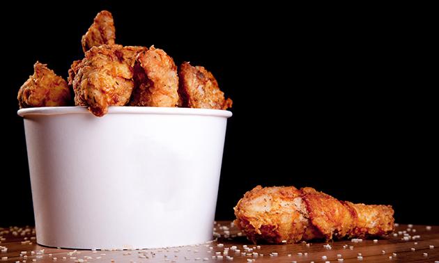 Thuisbezorgd of afhalen: Classic Bucket kip + chilisaus