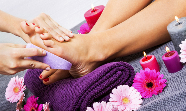 Pedicurebehandeling + gellak (45 min)