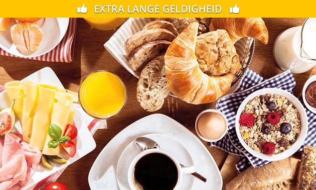 Luxe ontbijt + eventueel glas cava in hartje Oostende