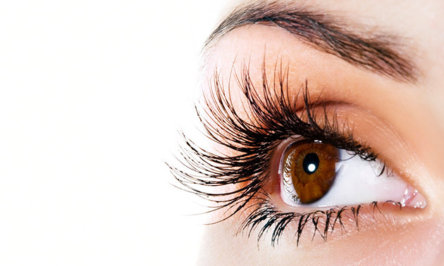 Wimperlifting of wimperextensions one by one
