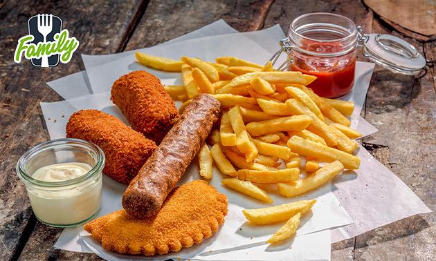 Afhalen: gezinszak friet + 4 snacks naar keuze bij Family
