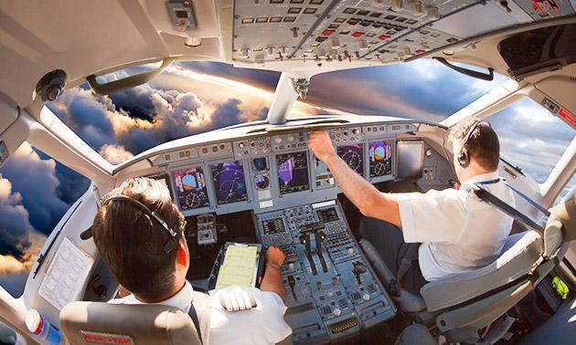 Vliegen in een flight simulator + koffie/thee + lekkernij