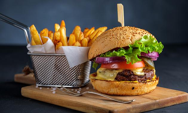Friet + saus + snack/stoofvlees/burger naar keuze