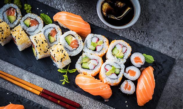 Afhalen: sushibox (18 of 50 stuks)