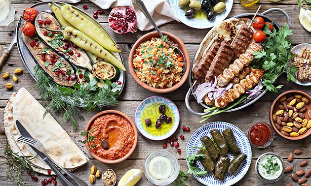 Afhalen: Syrisch shared diner + drankje in hartje Gent