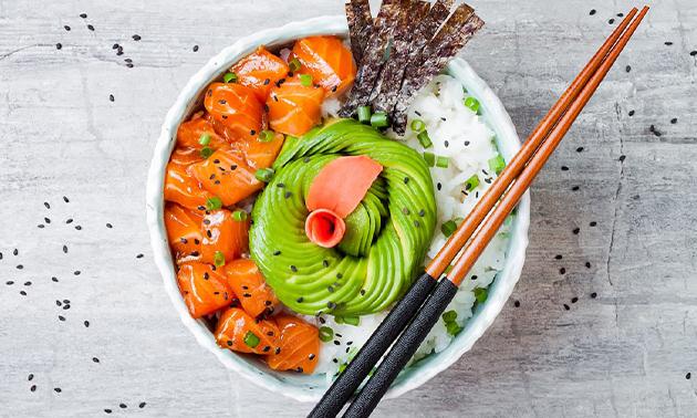 Thuisbezorgd of afhalen: sushi-pokébowl + desserts + drankje