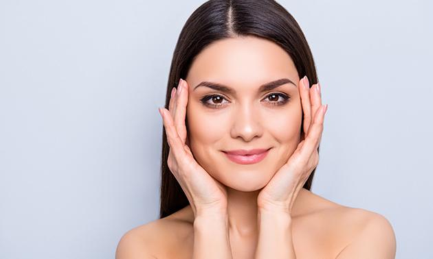 Permanente make-up voor wenkbrauwen of eyeliner