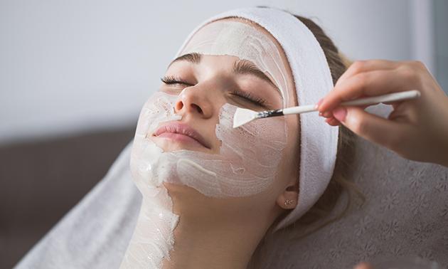Huidverbeterende gezichtsbehandeling (60 min)