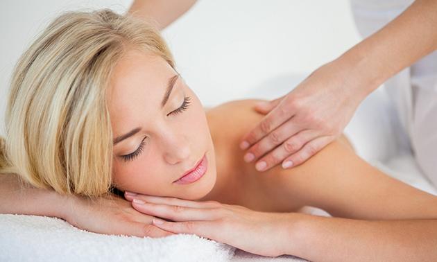 Massage van rug en benen + scrub (60 min)