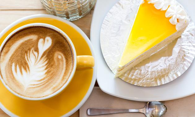 Warme drank + gebak bij Quanta Costa Veghel