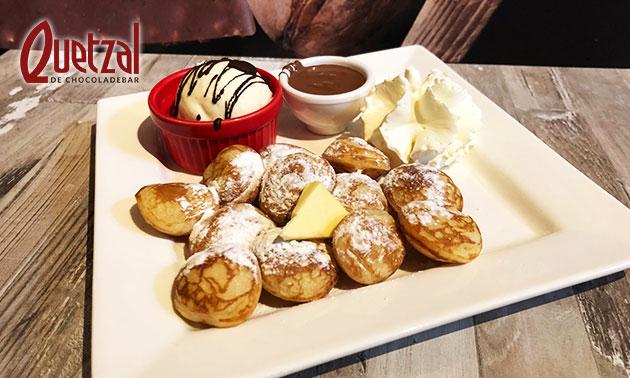 Poffertjes + ijs + slagroom + chocolade bij Quetzal