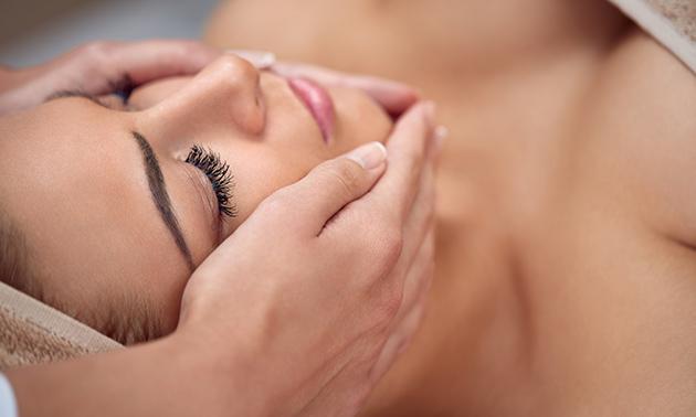 Wenkbrauwen verven met henna of gezichtsmassage