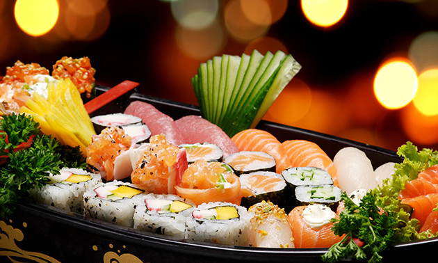 Afhalen of eten in de zaak: sushiboot voor 1 of 2 pers.