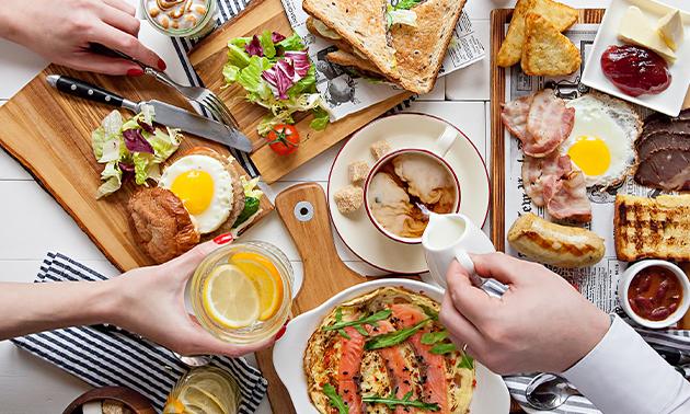 Afhalen: goedgevulde luxe ontbijtmand