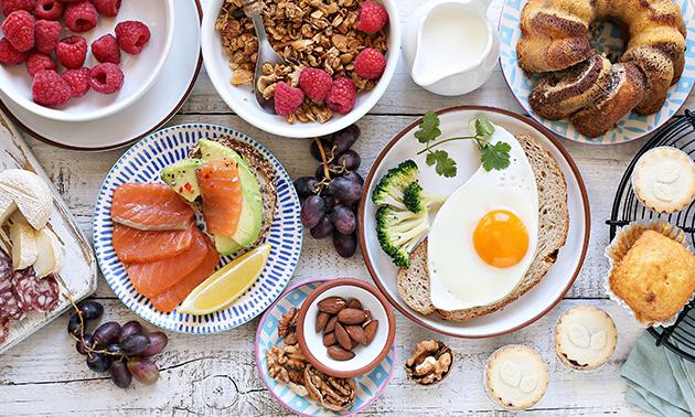 Luxe ontbijt + koffie/thee + fruitsap