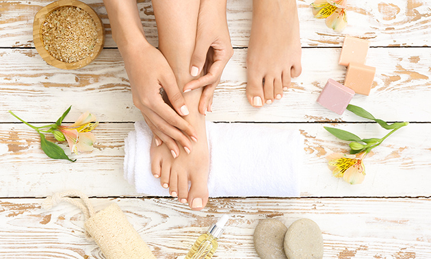 Manicure- of pedicurebehandeling + gellak