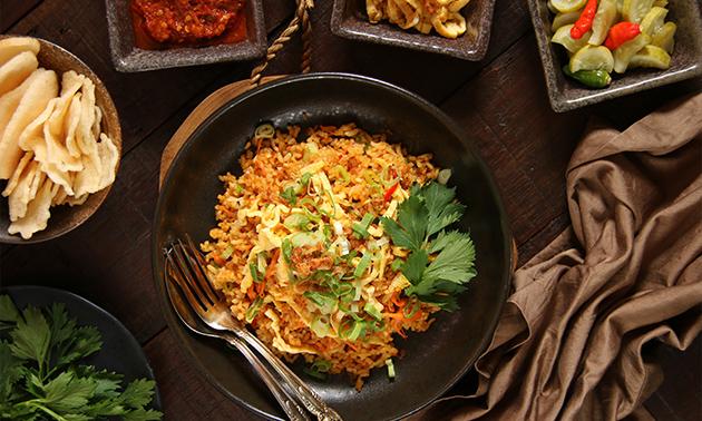 Afhalen: maaltijd + blikje fris bij Toko Intani