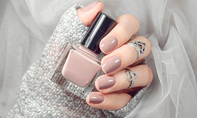 Manicurebehandeling evt. + gellak bij Touch4Nails