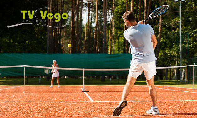 2 uur tennissen voor 2-4 personen + koffie/thee