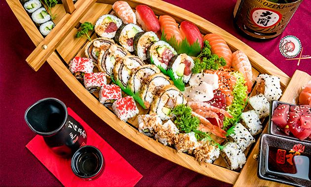 Afhalen: 2-gangendiner met sushiboot voor 2 bij Uzume