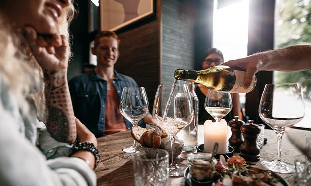 Afhalen: borrelbox met 4 wijnen + hapjes